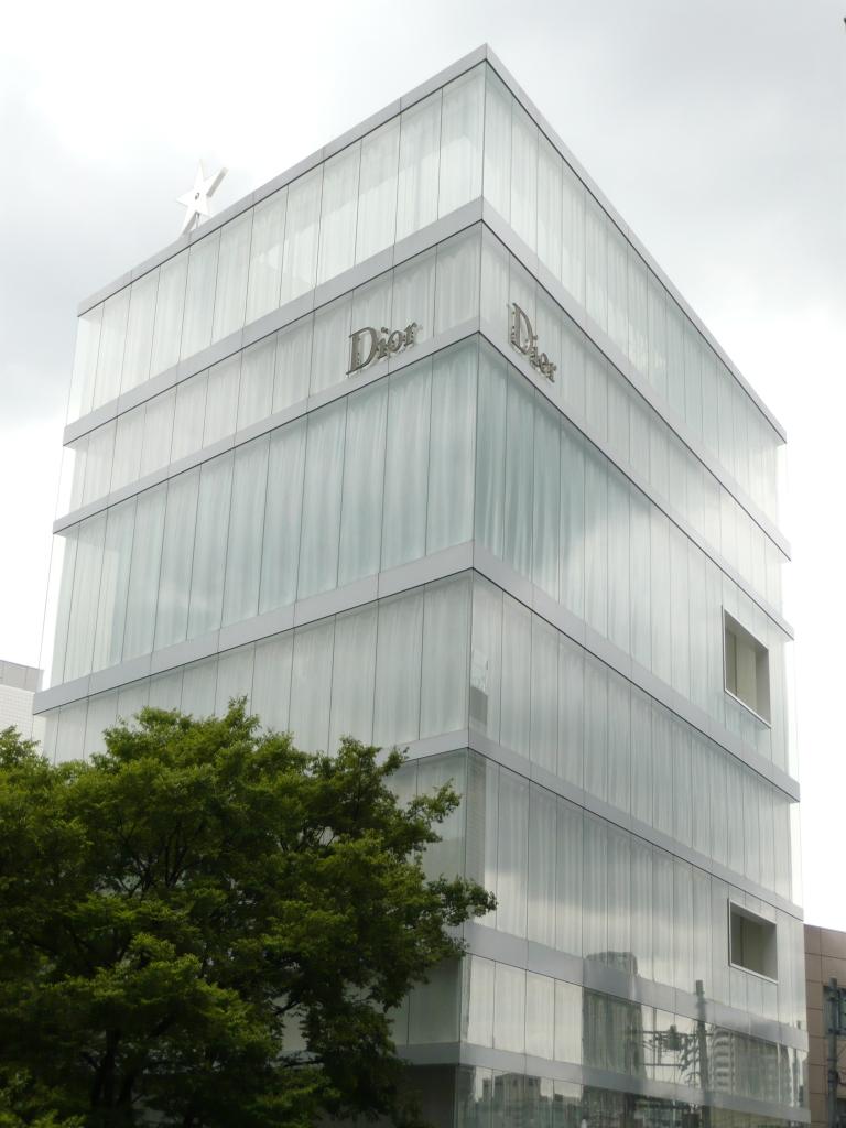 11_japan_travel_pictures_dior_omotesando3